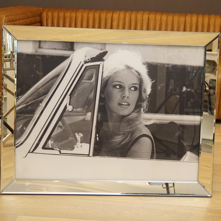 brigitte bardot wandbild in ihrem auto car fotografie. Black Bedroom Furniture Sets. Home Design Ideas