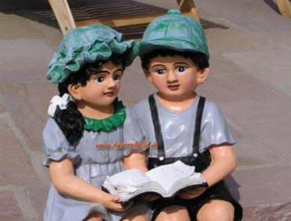 Junge und Mädchen als Figuren zur Garten Dekoration