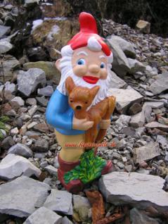 Toller Gartenzweg mit Zipfelmütze und Reh Kids auf dem Arm für Ihre Gartendekoration und Deko.