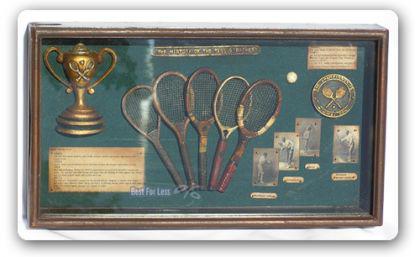 Tennis Antik Vitrine mit Tennisschläger Dekoration