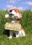 Beagel Tierfigur Hund mit Zeitung Figur Haustür