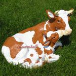 Kuh mit Kalb als Dekofiguren für den Garten