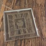 Moderne Wanduhr mit Römischem Ziffernblatt aus Aluminium