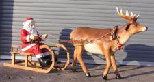 Weihnachtsmann fast Lebensgroß auf Schlitten Weihnachtsschlitten Rentier Figur Deko