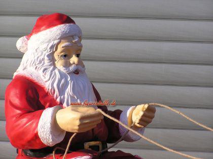 weihnachtsmann fast lebensgro auf schlitten weihnachtsschlitten rentier figur deko kaufen bei. Black Bedroom Furniture Sets. Home Design Ideas