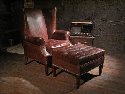 Ohrensessel und Fußhocker Manea Set Vintage Leder
