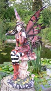 ELFE Subminia Fairy Fee Fantasy H51cm mit Kugel auf Pilz sitzend Dekoration bunt