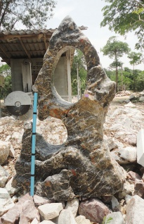 OZEANFINDLING Findling H174cm 781kg Naturstein Meeresgestein Skulptur Stein
