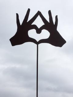 Hände bilden Herz HANDS IN LOVE 27x19cm + Stab Gartenstecker Edelrost Rost Hand