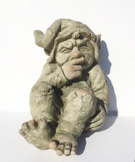 Gnom Troll sitzend 26x18x21cm Garten Figur Zwerg Wichtel Magnesia wetterfest