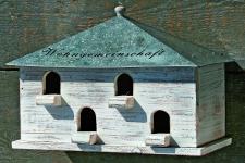 """VOGELHAUS """" WOHNGEMEINSCHAFT"""" Holz Nistkasten Futterhaus Haus Garten Dekoration"""