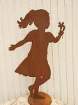 MÄDCHEN Charlie tanzend m. Blume 105cm Rost Figur Edelrost Menschen Kind Metall