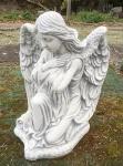 Engel kniend Arme überkreuzt Grabengel Grabschmuck Steinguss Steinfigur Figur