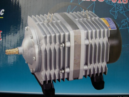 Luftpumpe 3900 l/h Kolbenkompressor Sauerstoffpumpe Teichbelüfter für Ausströmer