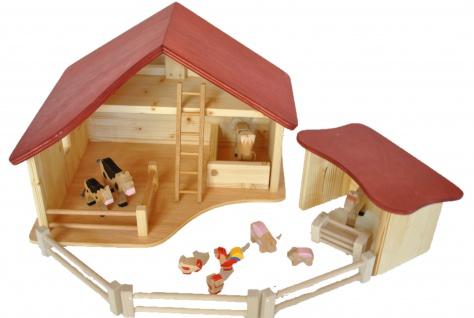 Bauernhof mit Nebengebäude und 3 Zäune
