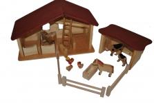 Pferdestall mit Nebengebäude und 3 Zäune