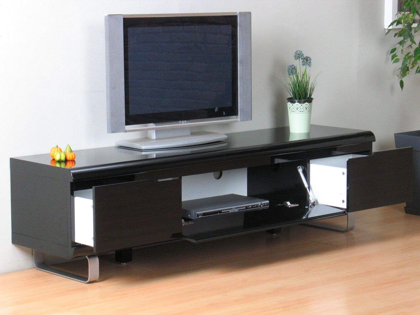 fernseher kommode tvkommode zacateca with fernseher. Black Bedroom Furniture Sets. Home Design Ideas