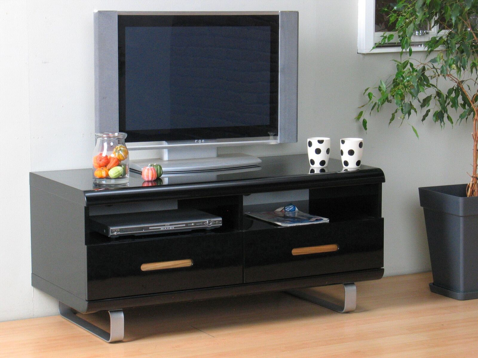 tv lowboard spacy hochglanz schwarz kommode sideboard fernseher schrank kaufen bei dtg dynamic. Black Bedroom Furniture Sets. Home Design Ideas