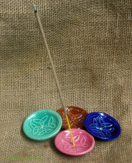 Naturix24 Räucherstäbchenhalter aus Keramik rund blau