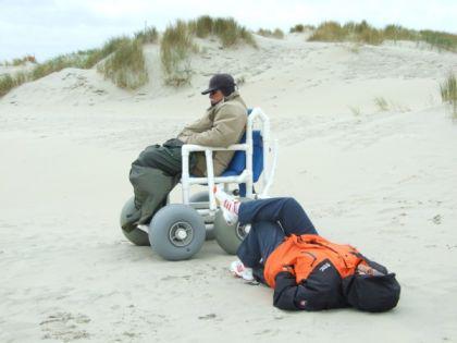 Sandy: Gehwagen Strandrollstuhl Gehtrainer Geländerollstuhl zerlegbar - Vorschau 2