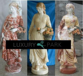 Drei Grazien verschiedene weibliche Skulpturen Blumen bunter Marmor