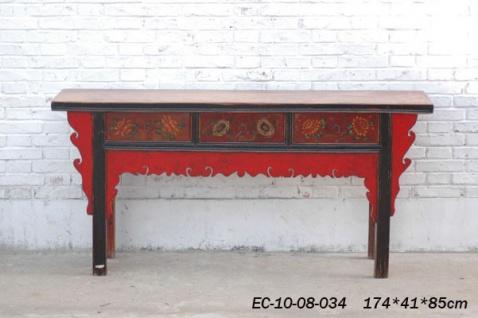 Vollholzsideboard aus China mit traditionellen Elementen