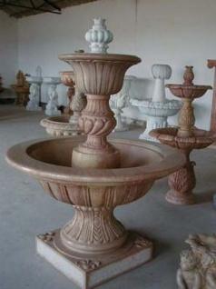 Wasserspeier Wandrelief Brunnen barocker Stil heller Marmor