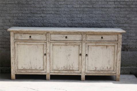 Moderner Schrank aus Hartholz in Elfenbein im Used-Look mit Schließen