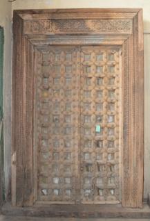 Indische Tur Aus Robustem Holz Mit Schnitzereien Veredelt