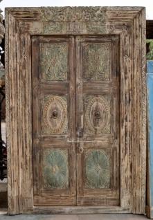 Tadelose Holztür aus Indien im Used-Look in dezenten Farben. - Vorschau
