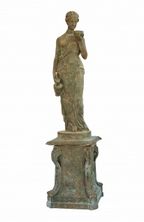Skulptur Erntegöttin Statue auf Podest Gusseisen graugrün kalkig Antik