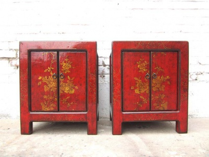 Zwei rote chinesische Nachtschränkchen