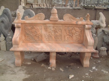 Klassisch verzierte Parkbank rötlicher Marmor barocker Stil