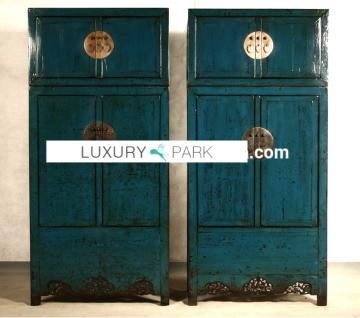 Chinesischer Schrank aus Hartholz im Used-Look mit metallenen Applikationen - Vorschau