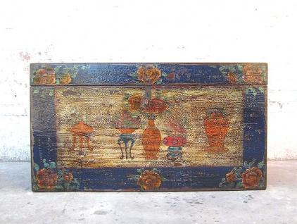 Asien Hochzeitstruhe blauer Rahmen bunte Dekorbemalung vintage Pinie