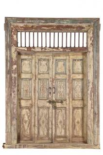 Traditionell indische Holztür mit Rahmen