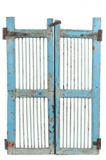 Hellblau lackiertes Tor aus Teakholz, das als Bar Tür dienen kann