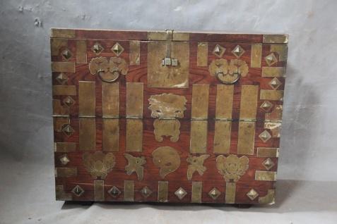 Japanisches Sideboard aus natürlichem Holz mit Einlegearbeiten aus Holz