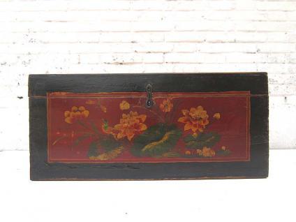 China Mongolei ca 1890 kleine uralte Truhe dunkle Ulme mit feiner floraler Bemalung von Luxury-Park