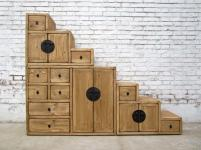 China breite Treppen Kommode rotbraun viele Schubladen beidseitig aufstellbar unter Schrägen
