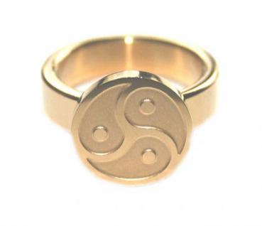 BDSM Ring Symbol Peitschenrad Triskele, goldfarben
