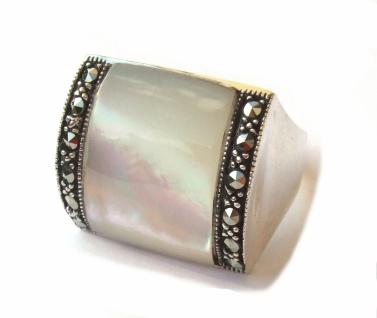 Ring 1x weisser Perlmutt 12x Markasit 925 Silber breitgewölbt