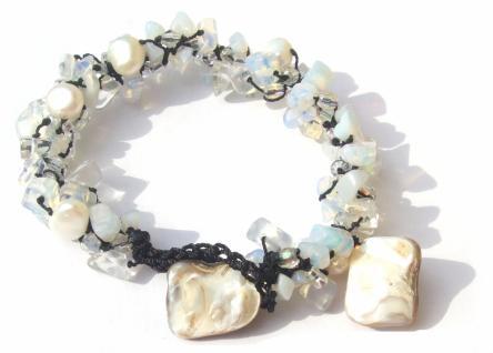 60x weißblau Mondstein 5x Perle 2x creme Perlmuttchip Armband längenvariabel
