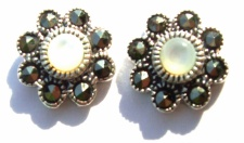 Ohrstecker 2x weißer Perlmutt 16x Markasit 925 Silber Blume