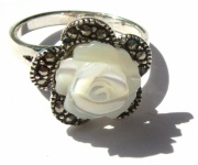 1x weisser Perlmutt Rose 23x Markasit 925 Silber Ring