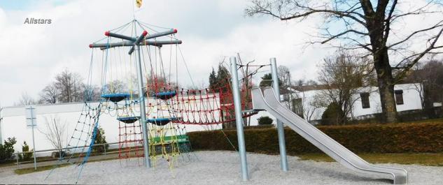 Huck Vogelnestbaum mit Brücke Rutsche Kletterparcours Spielplatzanlage Kletternetz