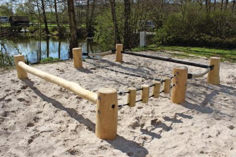 Huck Meeting Point Balancierbalken Tampen Kletteranlage öffentlicher Spielplatz