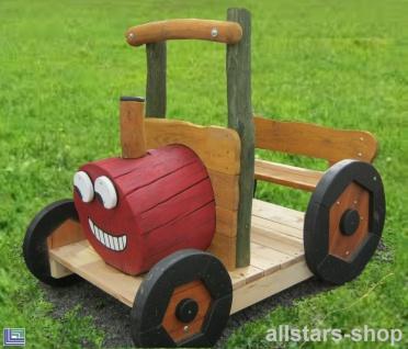 Traktor Bull Mini kleiner Trecker aus Eiche und Robinie für die ganz Kleinen im Kindergarten