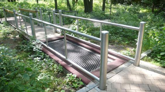 Huck Rollstuhl Trampolin Sprungmatte behindertengerecht Rollstuhltrampolin