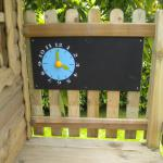 Spielhaus Wandtafel mit Spieluhr Tafel Uhr Schreibtafel Spieltafel